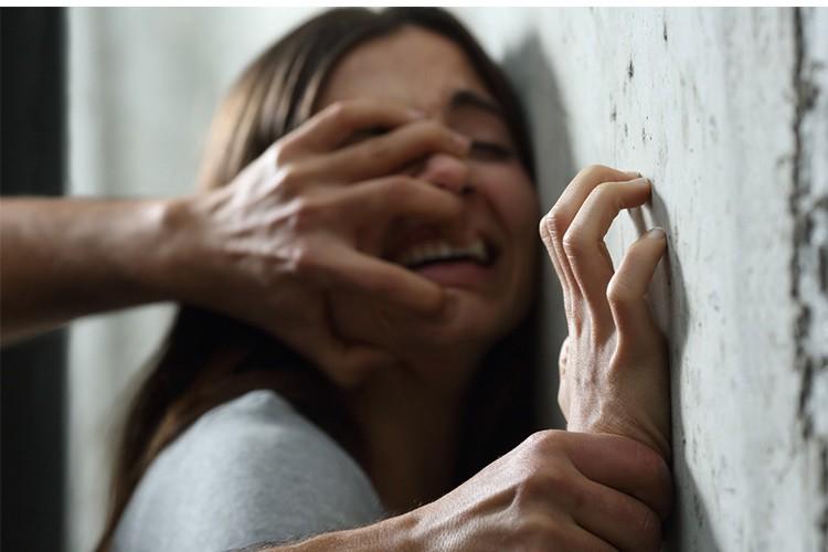 Série znásilnění řeckých žen a dětí Pákistánci