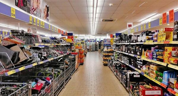 Muslimský supermarket ve Francii do inzerátu napsal, že nezaměstnává ženy a nemuslimy