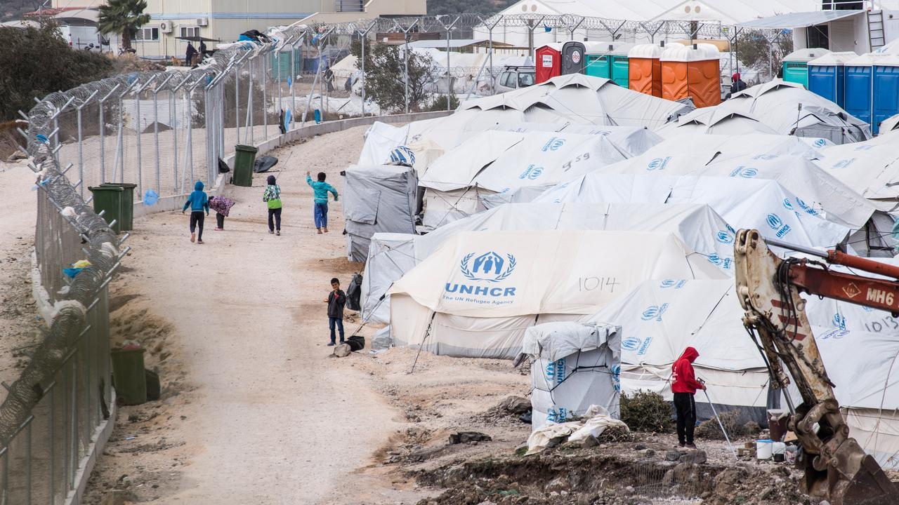 Řecko: Afghánka se chtěla zapálit, když ji odmítli přepravit porodit do Německa