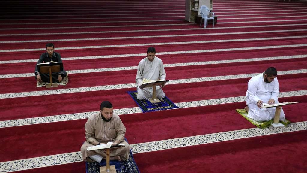 Zvláštní práva pro muslimy v Německu – přes zákaz vycházení mohou v noci do mešit