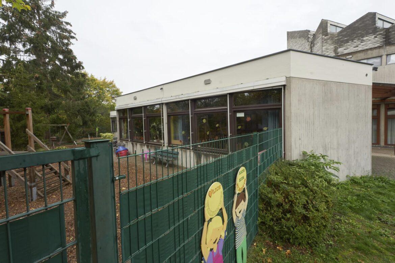 Německo: Muslimka falešně obvinila zaměstnance školky ze znásilnění její dcery, ten nyní čelí výhružkám smrtí