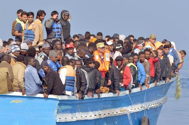 Zatímco afričtí vetřelci připlouvají denně ve stovkách až tisících na Lampedusu a jsou vítáni, Italové jsou vyháněni z poloprázdných pláží (videa)
