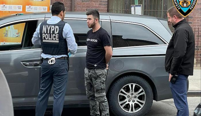 New York: Muslim úmyslně nacouval do 4 ortodoxních Židů a zranil je (video)