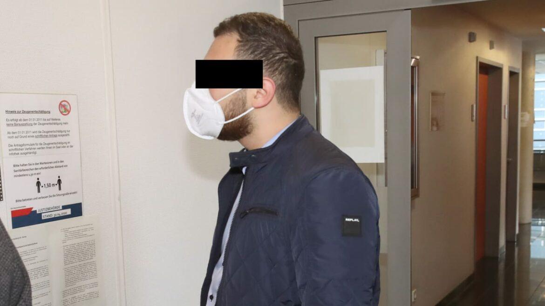 Muslimové kopali do těhotné Němky, aby potratila