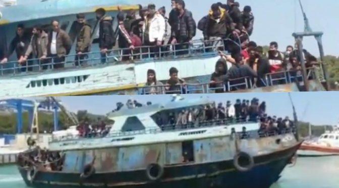 Loď plně naložená džihádisty dnes připlula do Itálie (video)