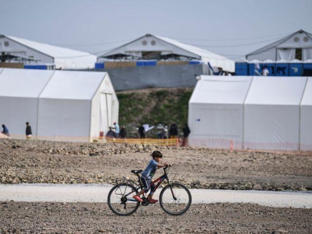 Řecko: Iráčan, který nedostal azyl, vyhrožoval, že zapálí svoji ženu a dítě