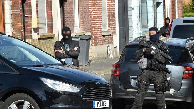 Francie: Jedna z před týdnem zadržených 5 džihádistek plánovala stínat hlavy v kostele
