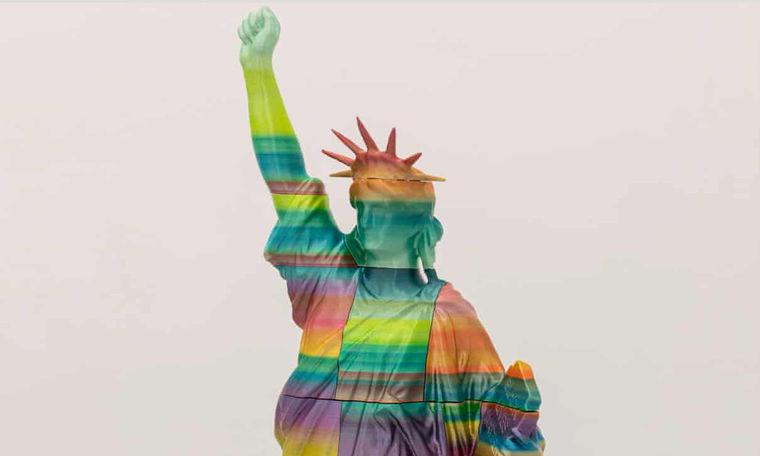 Sluníčkáři postavili v Budapešti sochu na počest BLM a LGBTQ, podívejte se, jak dopadla (video)
