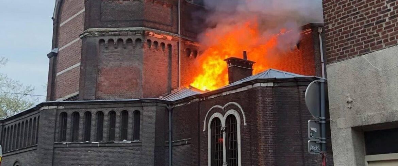 Další zapálené kostely v islamizované Francii