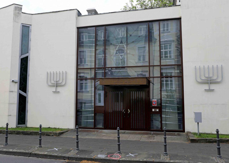 """Množí se útoky na synagogy a další židovské objekty v Německu, německý veřejnoprávní novinář vyzývá: """"Ať zemřou všichni přátelé Židů"""""""