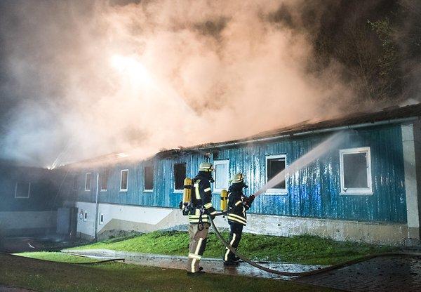 Další úmyslně zapálená ubytovna pro žadatele o azyl, tentokrát v Německu (video)
