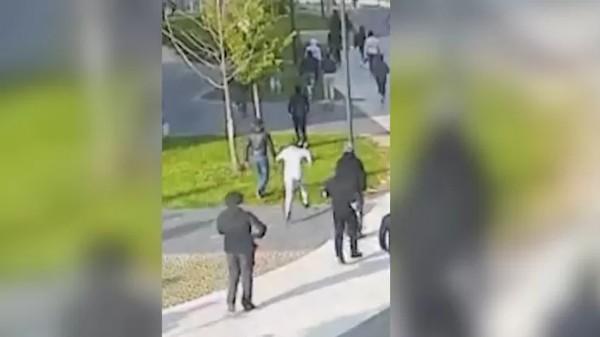 """Policista mimo službu byl v Bruselu pronásledován a zbit bandou """"mladíků"""""""