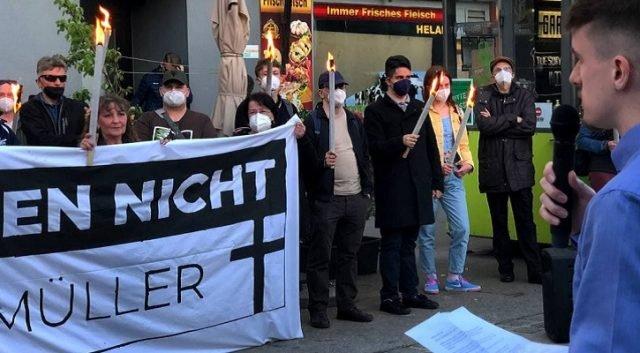 Rakousko: Antifa narušila pietní vzpomínku na ženu, která byla na ulici přepadena a ubita Afričanem (video)