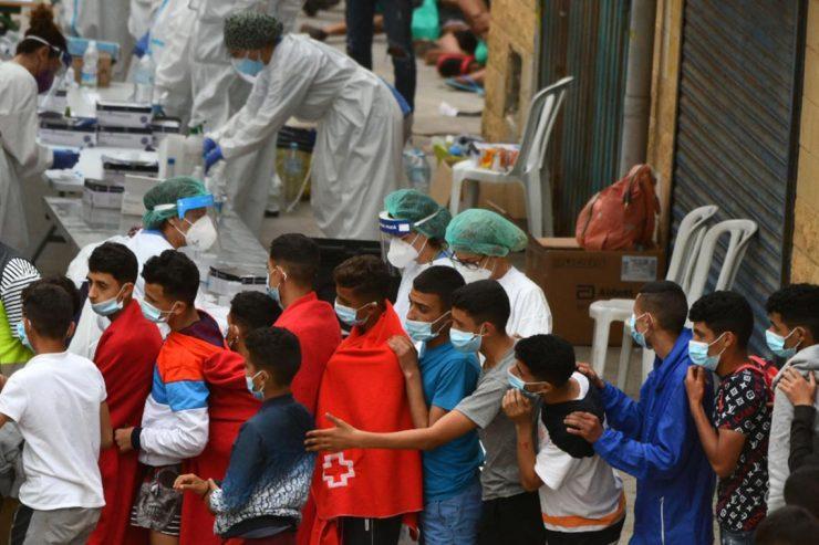 Více než tisíc údajných nezletilců, kteří přešli do Ceuty, zůstane v Evropě… Maroko je nechce