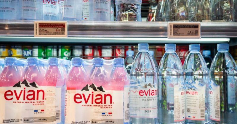 Francouzská firma Evian se omlouvá muslimům, má strach, že dopadne jako Charlie Hebdo