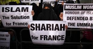 Macron jde proti generálům a ochráncům hranic, zřejmě potřebuje hlasy muslimů