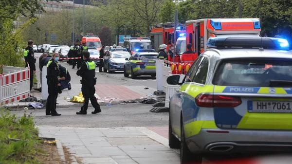 Muslim dnes útočil nožem v Hamburku, policie ho zastřelila