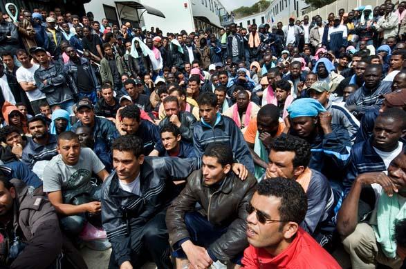 Během jediné noci přistálo na Lampeduse 753 přivandrovalců (video)