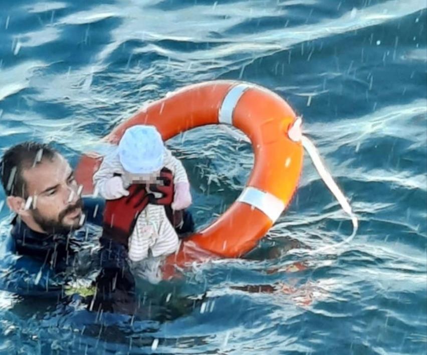 Miminko zachráněné v ledových vodách na rozhraní Maroka a Ceuty – další dojemný příběh pro evropské sluníčkáře