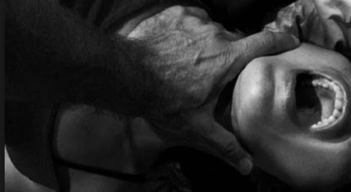 Německo: Turek znásilnil ženu a ukousl jí kus ucha
