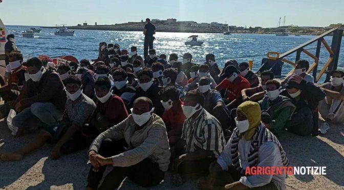 Rekordní invaze! Během několika hodin přistálo na Lampeduse asi 1200 Afričanů