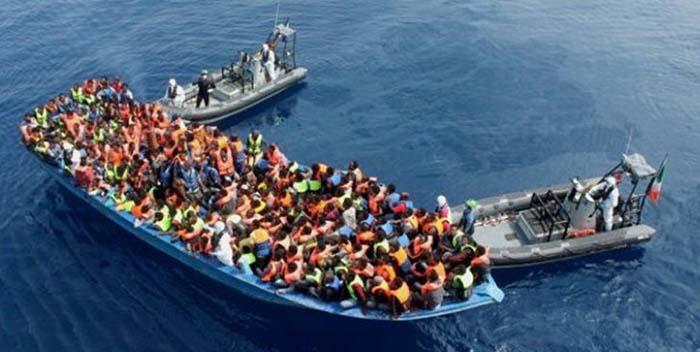 Invaze se stupňuje, na Sicílii přistálo během pár hodin více než 800 ilegálů, dalších 455 je na cestě