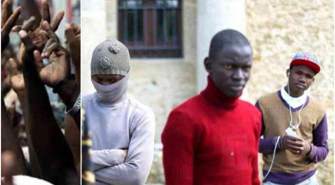 Šest Nigerijců znásilnilo Italku ve vlaku, tři z nich nebyli dopadeni