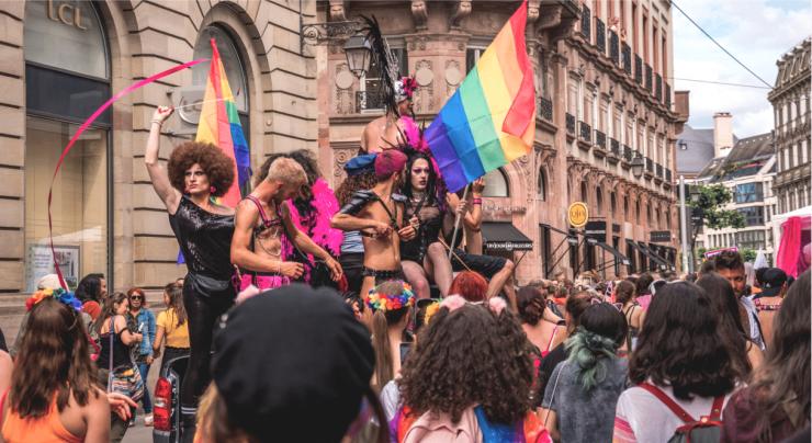LGBTQI průvod má v Paříži poprvé vyrážet z islamizované pařížské čtvrti Seine-Saint-Denis