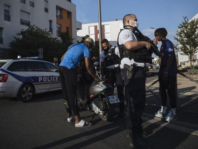 """""""Multikulturní války gangů jsou stále horší,"""" říká pařížský policista"""