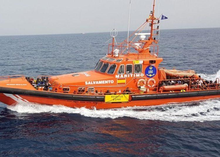 Počet afrických ilegálů, kteří dorazili letos na Kanárské ostrovy, už přesáhl 6 tisíc a další denně připlouvají