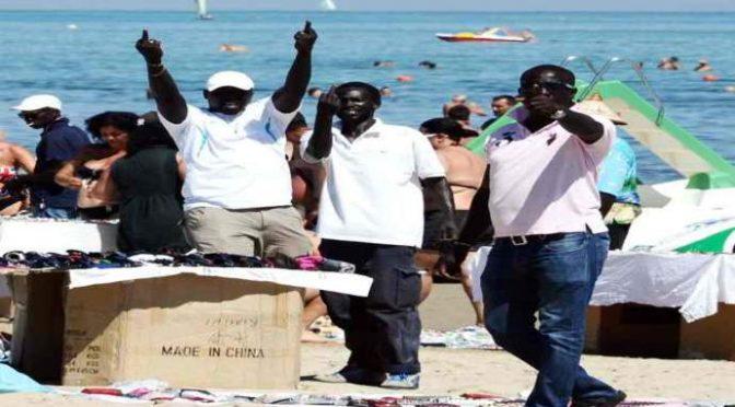 Itálie: Afričtí vetřelci napadají lidi v turistických oblastech
