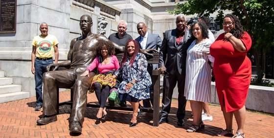 USA: Kriminálník a narkoman George Floyd už má sochu v nadživotní velikosti