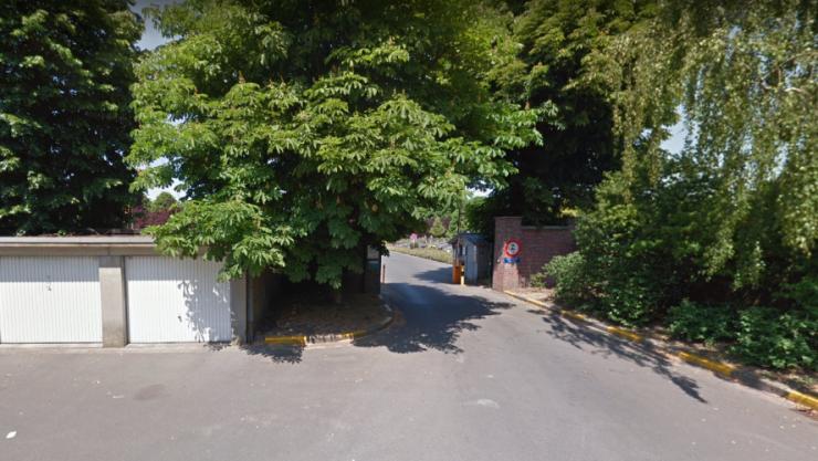 Belgie: 14letá dívka byla na hřbitově hromadně znásilněna pěti útočníky, 4 dny poté spáchala sebevraždu