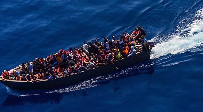 """Libyjští pašeráci si založili online """"cestovku"""", na stránkách zveřejňují jízdní řády odjezdů do Itálie (video)"""