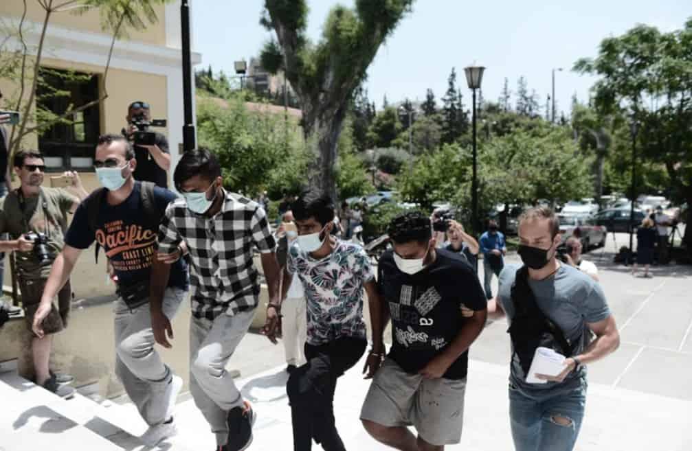 Podívejte se na muslimské kreatury, které  v Řecku hromadně znásilnily těhotnou ženu (video)