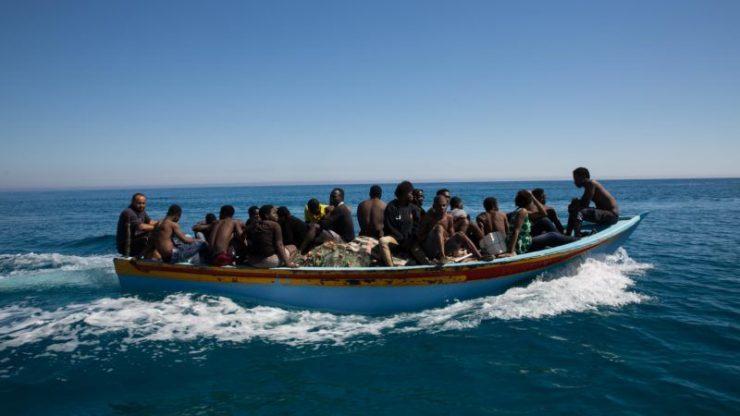 Invaze z Afriky sílí, Lampedusa už nápor nezvládá