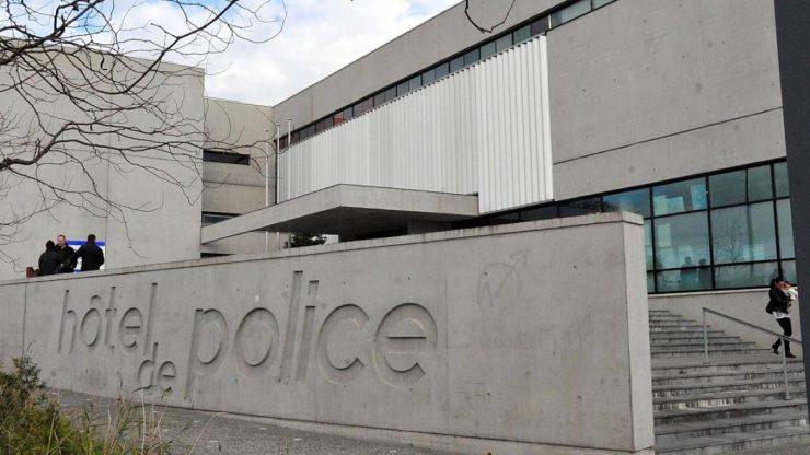 """Ve Francii přijel """"psychicky nemocný muž"""" k policejní stanici s nožem, plynovými lahvemi a kanystry benzínu"""
