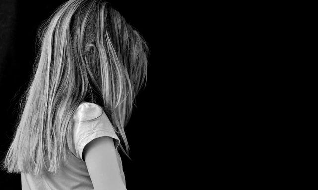 Rakousko: Afghánec znásilnil sedmiletou holčičku, jejího otce zbil do bezvědomí