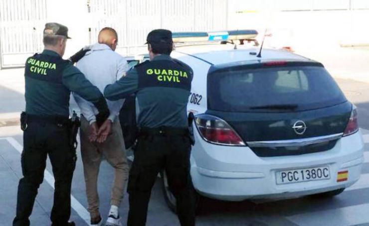 Španělsko: 19letý Maročan byl zatčen za 39 násilných vloupání