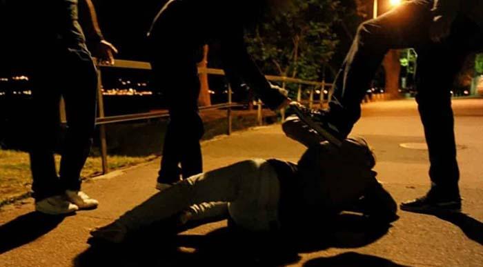 """""""Špinavý bělochu, bodnu tě, zastřelím,"""" křičeli v Římě na napadeného muže"""