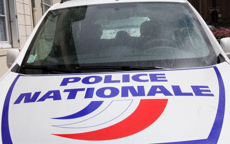 Francie: Podívejte se, jak policisté postřelí agresivní gangstery, kteří je napadli (video)