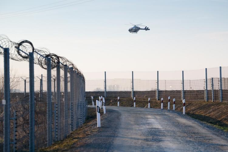 Vetřelci zaútočili na stráže na maďarsko-srbské hranici, čtyři vojáky zranili
