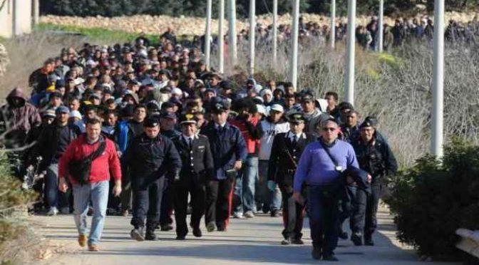 Itálie: Masový úprk více než stovky džihádistů z deportačního centra (video)