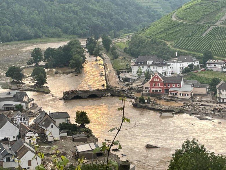 """""""Rumuni"""" nadále drancují poničené příbytky Němců, postižených povodněmi"""