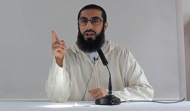 """""""Nevěřící ženy jsou naše sexuální otrokyně,"""" říká imám, který působí v Británii"""