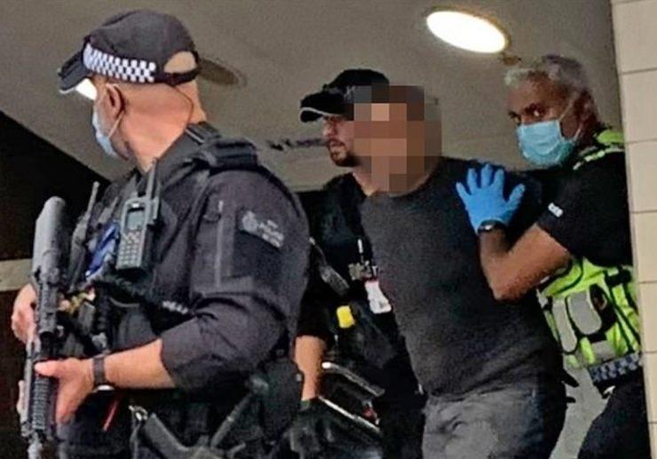 Útok mačetou v londýnském metru