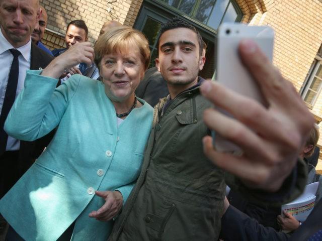 """""""Migrační politika Merkelové byla pro Německo fatální,"""" říká bývalý šéf kontrarozvědky"""