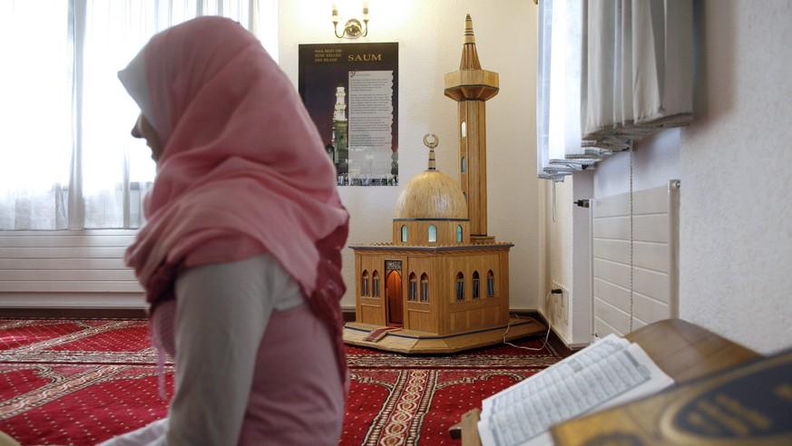 Švýcarsko: Konvertitka k  islámu chtěla podřezat svého exmanžela i jeho matku
