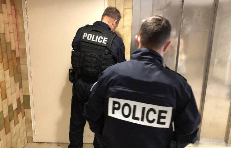 Francie: Lupiči ve věku 13-15 let vnikli do domu, kde zabili 75letou ženu a jejího manžela zranili
