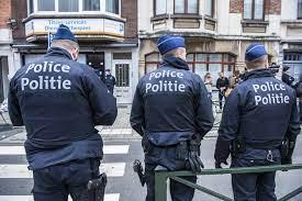 Belgie: Policie zatkla několik mužů v hidžábu během pokusu o loupež (video)